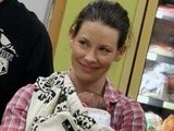 E! News Now Evangeline Lilly Shows Off New Son