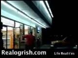 Ogrish 7-11 Employee Fights Crackhead Bum In Store Realogrish.com