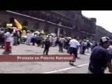 Protesta Frente A Palacio Nacional - 368 Kbps