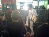 Keziah Jones Joue Dans Un Metro Parisien Clip 6